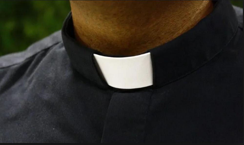Para que le creyeran, niña graba abusos de sacerdote pederasta